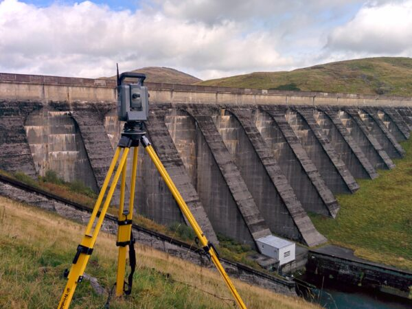 survey instrumentation in front of a dam for monitoring survey